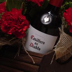 Presentes com flores e vinho casillero del diablo